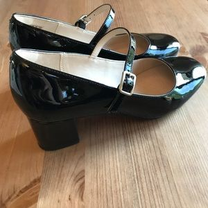 Clarks Shoes - Clarks Narrative Size 7.5 Buckle Chunky Heels